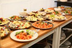 Susedská večera Jakubovo námestie Cobb Salad, Food, Essen, Meals, Yemek, Eten