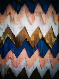Creative DIY- Fringed Chevron Backdrops--obviously change the colors. Party Fiesta, Festa Party, Diy Party, Photobooth Background, Paper Background, Navy Pink, Pink And Gold, Navy Gold, Purple Ombre