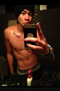 Calum's new tattoo! kinda freaking out cuz i might just be a calum girl. hot damn.