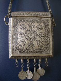 Qur'an box African Jewelry, Tribal Jewelry, Bohemian Jewelry, Beaded Jewelry, Ancient Jewelry, Antique Jewelry, Prayer Box, Amulets, Religious Art