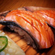 "Polubienia: 44, komentarze: 4 – Dominic Audy (@audydominic) na Instagramie: ""Seared Ōra King salmon, with a shoyu/maple syrup reduction as nikiri. #sushi #nigiri #salmon…"""