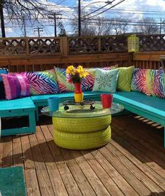 TIRE TABLE: Spray paint a couple old spares, stack them up, top with a circle of glass and you've got yourself a cute little patio table!