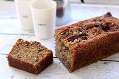 Deze walnotencake met kaneel en vanille is de de ideale traktatie voor visite. Of gewoon lekker aan het eind van de ochtend met een kopje koffie! Wij kregen een zak walnoten opgestuurd van Notenpost.nl en gingen daar direct mee aan de slag. Verwarm de oven voor op oven op 175 °C. Klop de suikers met de boter romig, […] Sweet Desserts, Sweet Recipes, Delicious Desserts, Yummy Food, Cake Cookies, Cupcake Cakes, Ma Baker, Cake Recept, Baking Bad