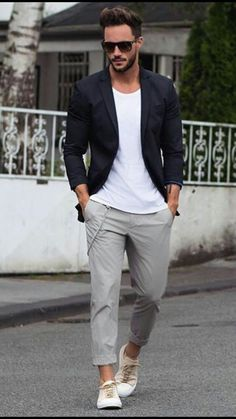 Don't like the short rolled up pant legs, but like the outfit.