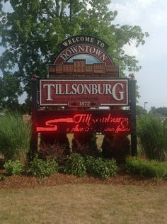 Tillsonburg, Ontario is one town over from Ingersoll, where I was born. Ingersoll was settled and founded by Laura Secord's family. (Her maiden name is Ingersoll). Laura Secord, Hockey Training, Pro Hockey, Camps, Pinterest Board, 4 Years, Ontario, Neon Signs, History