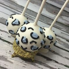12 Cheetah Cake Pops!! I would love to make these in pink!! Contact me today!! The cake pops shown above are on a plain white stick....party straws and bling sticks are available for an added charge!