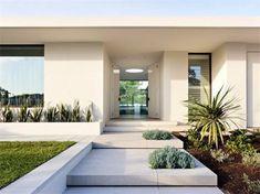 Secret Design Studio knows mid century modern architecture. Grand Designs Australia style Brighton House by McKimm Modern Front Door, Modern Exterior, Modern Landscaping, Modern Landscape Design, Modern Entrance, Mid Century Modern House, Front Garden Design, Grand Designs Australia, House Exterior