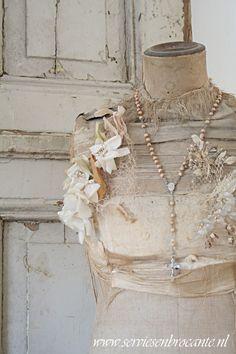 Gorgeous Vintage Dress Form Mannequin Decor Servies en Brocante