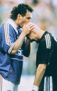 Laurent Blanc and Fabien Barthez Laurent Blanc kisses Goalkeeper Fabien Barthez after scoring the first ever Golden Goal in World Cup history to give France a win over Paraguay in the. Women's Cycling, Football Photos, Football Jerseys, Fabien Barthez, Lionel Messi, Cristiano Ronaldo, Fifa, Vive Le Sport, Football Mondial