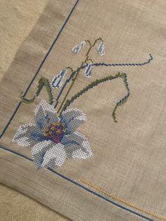 Cross Stitch Beginner, Mini Cross Stitch, Cross Stitch Heart, Cross Stitch Flowers, Cross Stitch Embroidery, Cross Stitch Patterns, Baby Sweater Knitting Pattern, Baby Knitting Patterns, Flower Embroidery Designs