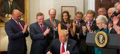 Trump suspende subsidios compañías de seguros de salud beneficiadas del Obamacare