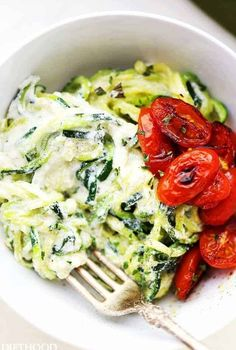 Creamy Ricotta Zucchini Noodles – Zucchini noodles tossed in a creamy and garlicky ricotta cheese sauce. Creamy Ricotta Zucchini Noodles – Zucchini noodles tossed in a creamy and garlicky ricotta cheese sauce. Zoodle Recipes, Spiralizer Recipes, Vegetable Recipes, Pasta Recipes, Chicken Recipes, Veggie Noodles, Zucchini Noodles, Garlic Noodles, Low Carb Recipes