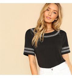 2320f60768 Camiseta Feminina Preta Sheinside Folha Bordados - Compre Agora