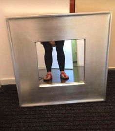 Taking selfies in front of mirrors is not weird nowadays. But, take a look at these hilarious mirror selfies of people that are trying to sell mirrors and becoming the unintentionally funny. Picture Of A Mirror, Taking Pictures, Funny Pictures, Creepy Facts, Funny Memes, Hilarious, Dumb People, Mirrors For Sale, Funny Clips