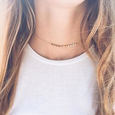 Centered multi-disc choker necklace