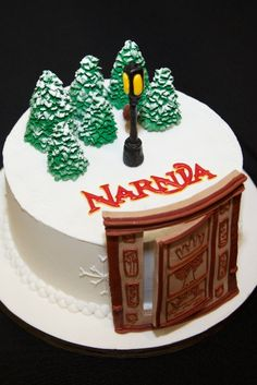 Narnia themed cake <--- This is pure awesomeness. Narnia Cake, Bolo Sofia, Movie Cakes, Chronicles Of Narnia, Novelty Cakes, Creative Cakes, Cupcake Cookies, Themed Cakes, Party Cakes