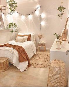 9 TIPS PARA PASAR LA CUARENTENA – MADLY AESTHETIC Cute Bedroom Decor, Room Design Bedroom, Room Ideas Bedroom, Bedroom Designs, Bed Room, Kids Bedroom, Master Bedroom, Bedroom Ideas For Small Rooms For Teens, Cheap Bedroom Ideas