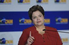 """Neste 21 de maio, no programa semanal """"Café com a Presidenta"""", Dilma Rousseff disse que o acesso à internet banda larga no país quase dobrou desde o início do ano passado, totalizando mais de 72 milhões de ligações. Na INFO Online ♦ via ClipLink ♦ http://cliplink.com.br/6699"""
