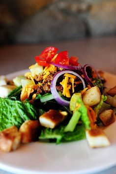 Cheeseburger Salad. Going to try soon. Think I'll add some bacon to it for a Bacon Cheeseburger Salad.