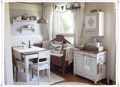 PIENI PILVENHATTARA Kitchen Dining, Kitchen Island, Summer Cabins, Country Kitchen, Decoration, Summer Time, Cottage, Kamra, Cambridge
