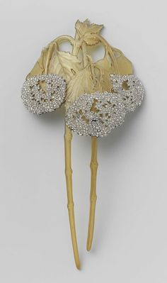 Rosamaria G Frangini | High Jewellery Antique | A hair comb of horn and gold set…