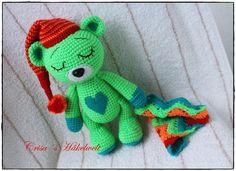 Der kleine Teddy mit dem großen Herzen, der Schlafmütze ++ Schmusedecke ist total müde und kuschelt sich gleich mit Dir ins Bett. Häkle ihn jetzt nach.