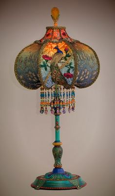 Beautiful and unusual era table lamp with peacock feather motifs has been hand painted and holds a Peacock & Roses silk and beaded shade. bruce hates these but I like them, so maybe put them in guest house? Victorian Lamps, Antique Lamps, Victorian Rooms, Victorian Furniture, Muebles Estilo Art Nouveau, Blind Art, Lamp Shades, Bohemian Decor, Bohemian Style