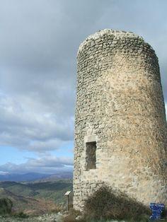 torrelaguna 3.jpg La Atalaya de Arrebatapas es una torre de vigilancia cercana a Talamanca del Jarama, es una construcción medieval correspondiente al período emiral siglo IX.