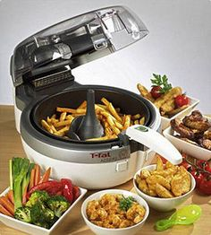 ActiFry by T-Fal! It sits on my counter always! I can make a whole batch of homemade fries with only 1 tablespoon of oil! It will cook anything! T Fal Air Fryer, Frugal Meals, Easy Meals, Philips Air Fryer, Tefal Actifry, Actifry Recipes, Homemade Fries, Best Air Fryers, Air Fryer Healthy