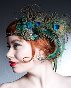 This headband is amazing! Absinthe Nymph Peacock Feather Flapper Headband by BaroqueAndRoll Flapper Headband, Flapper Hat, Fascinator Headband, Flapper Style, Flapper Costume, Gatsby Style, Peacock Costume, Peacock Halloween, Peacock Christmas