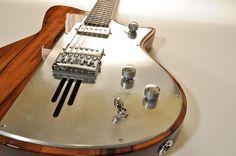 La TV-Star Motor par Lospennato. Retrouvez des cours de guitare d'un nouveau genre sur MyMusicTeacher.fr