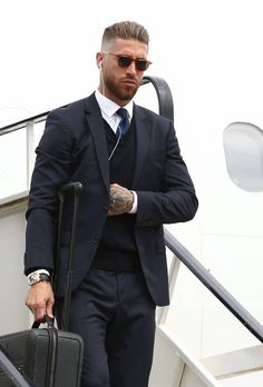 Hairstyles For Sports Sergio Ramos oozes class as he gets off the flight. Hair Men Style, Hair And Beard Styles, Hair Styles, Ramos Haircut, Slicked Back Hair, Cardiff, Fade Haircut, Mens Fashion Suits, Good Looking Men