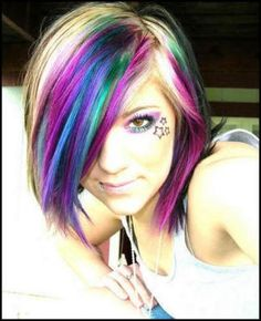 nice combination of hair colors and i like her eye makeup colors