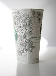 I have to do this w/my Starbucks Cup. Arte Starbucks, Starbucks Cup Drawing, Starbucks Cup Art, Starbucks Drinks, Paper Art Design, Coffee Cup Art, Pen Doodles, Tumbler Designs, Pen Art