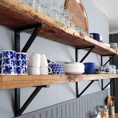 #fruvintageutmanar2018 #blåttärflott Så är köket äntligen färdigt och det går i blått och grått. Luckor målade och köksskåp utbytta mot…