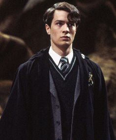 The Actor Who Played Young Voldermort Is Secretly In A Lot Of Your Favorite Shows : Christian Coulson, the actor who played Tom Riddle has actually made guest appearances on so many shows and we never even know it was him! Harry James Potter, Harry Potter Pictures, Harry Potter Characters, Young Tom Riddle, Photographie New York, Tommy Boy, Harry Potter Wallpaper, Wattpad, Tom Felton