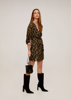 Medium design Crossover design Flowy fabric Fabric with metallic thread Leopard print V-neck Three quarter sleeve Elastic cuffs Button fastening on the back section Look Rock, Beauty And Fashion, Fashion Mode, Zara, Style Année 90, Tweed, Inspiration Mode, Metallic Thread, Media Design