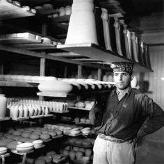 Atelier Robert Doisneau | Site officiel // Porteur de porcelaines, Maison Tharaud Limoges 1951
