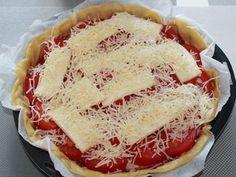 concentré de tomates, Fromage à raclette, tomate, moutarde, pâte brisée, gruyère râpé, poivre, Sel
