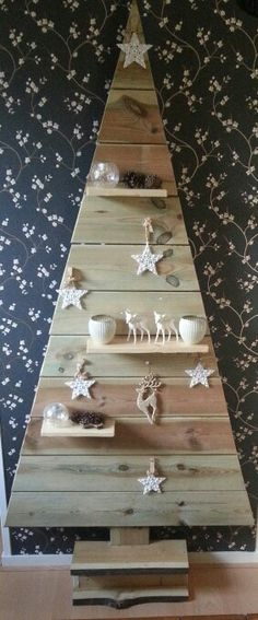 Shelf style pallet tree for Christmas for carrying ornaments. Pallet Tree, Pallet Christmas Tree, Rustic Christmas, Christmas Art, Xmas Tree, Christmas Projects, Creation Deco, Theme Noel, Xmas Decorations