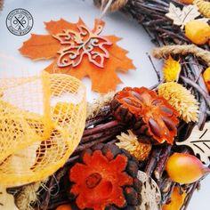 Nyírfavessző ajtódísz narancsszínben - megvásárolható a webáruházban Wreaths, Fall, Home Decor, Fall Season, Autumn, Room Decor, Garlands, Home Interior Design, Decoration Home