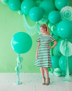 Monochromatic Green Party Oh Happy Day! Green Party Decorations, Balloon Decorations, Party Kulissen, Party Time, Party Ideas, St Patrick's Day Photos, 5 Balloons, Latex Balloons, Silvester Party