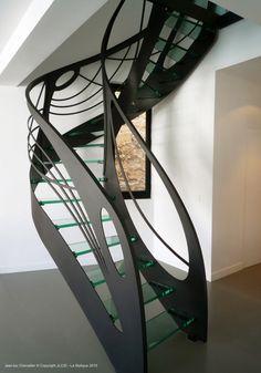 Escalier design en verre débillardé, créé et dessiné par Jean Luc Chevallier pour La Stylique.