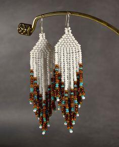 Aretes de perlas largo indio del estilo estilo boho nativo