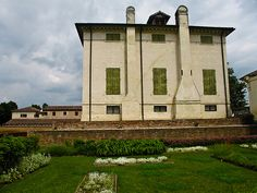 Villa Badoer, Fratta Polesini.Designed by Andrea Palladio in 1556 and built between 1557 and 1563. Garden view.