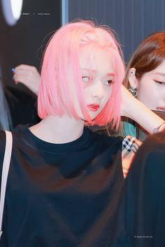 Cute Girls, Cool Girl, Pretty Asian, Cute Korean, Airport Style, Ulzzang Girl, Pink Hair, Hair Inspo, Korean Girl Groups