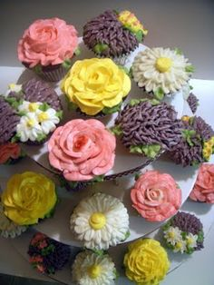 How to pipe different flowers onto cupcakes.