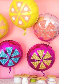 Pumpkin pie & pinwheel balloons http://asubtlerevelry.com/pumpkin-pie-pinwheel-balloons