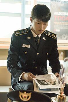 Jang Ki-yong is Chae Do-Jin in the Korean drama (Kdrama) Come and Hug Me. The live recap is on Drama Milk. #ComeandHugMe #jangkiyong #Kactor #Koreanactor