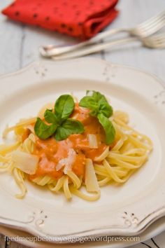Pasta mit Mascarpone-Cognac-Tomatensoße // feed me up before you go-go